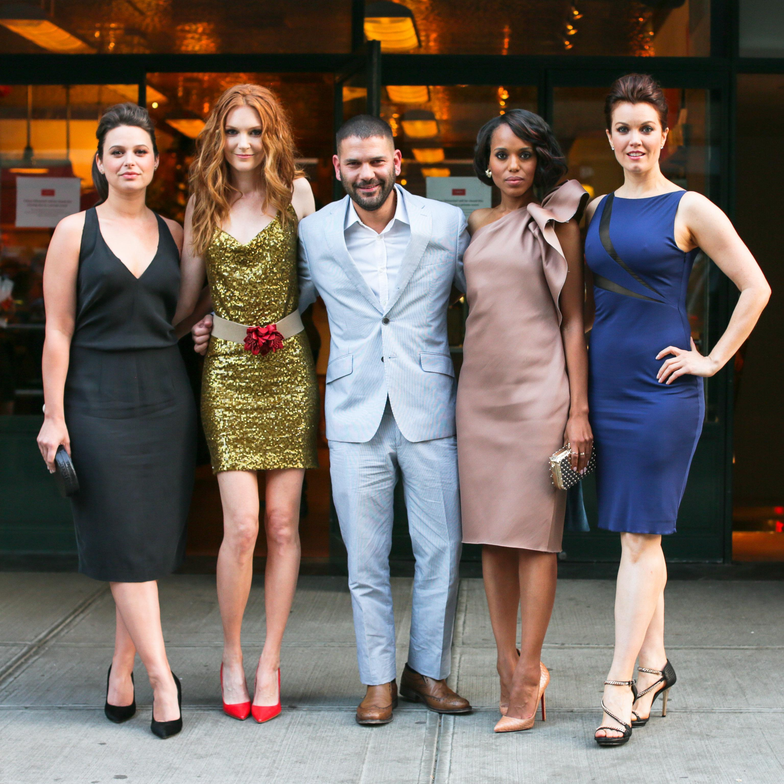 Scandals Kerry Washington, Bellamy Young wear printed