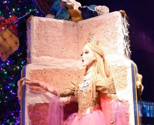 Saks Fifth Avenue Delights Us With 2016 Holiday Windows